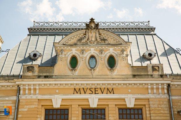 inscriptie-de-pe-muzeul-judetean-botosani-judetul-botosani.jpg