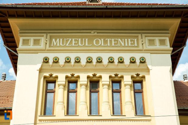 inscriptie-de-pe-muzeul-regional-al-olteniei-din-craiova-judetul-dolj.jpg