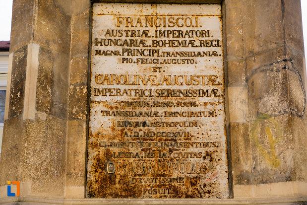 inscriptie-de-pe-obeliscul-carolina-din-cluj-napoca-judetul-cluj.jpg
