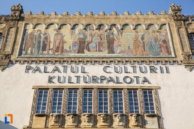 inscriptie-de-pe-palatul-culturii-filarmonica-biblioteca-si-muzeul-de-arta-din-targu-mures-judetul-mures.jpg