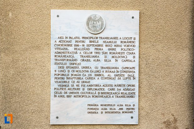 inscriptie-de-pe-palatul-principilor-transilvaniei-din-alba-iulia-judetul-alba.jpg