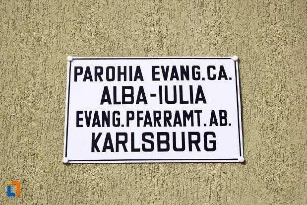 inscriptie-de-pe-parohia-evanghelica-din-alba-iulia-judetul-alba.jpg