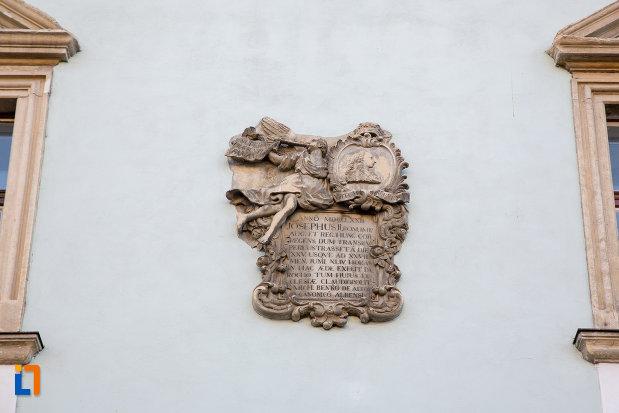 inscriptie-de-pe-protopopiatul-romano-catolic-din-cluj-napoca-judetul-cluj.jpg