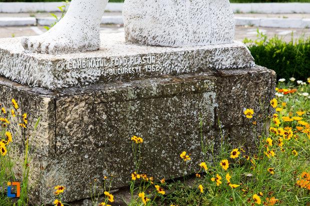 inscriptie-de-pe-statuia-cultura-fizica-din-eforie-nord-judetul-constanta.jpg