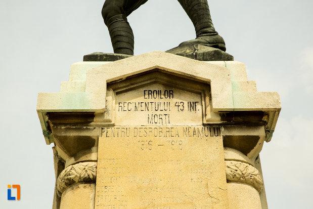 inscriptie-de-pe-statuia-ecaterina-teodoroiu-din-slatina-judetul-olt.jpg