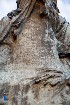 inscriptie-de-pe-statuia-lui-alexandru-ioan-cuza-din-alexandria-judetul-teleorman.jpg
