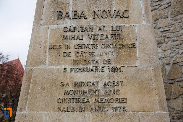 inscriptie-de-pe-statuia-lui-baba-novac-din-cluj-napoca-judetul-cluj.jpg