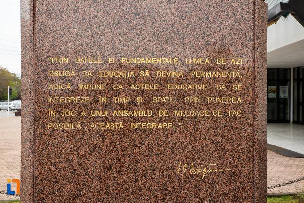 inscriptie-de-pe-statuia-lui-iosif-constantin-dragan-din-lugoj-judetul-timis.jpg