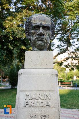 inscriptie-de-pe-statuia-lui-marin-preda-din-rosiorii-de-vede-judetul-teleorman.jpg