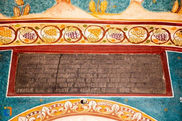 inscriptie-din-biserica-adormirea-maicii-domnului-mavrodolu-din-pitesti-judetul-arges.jpg