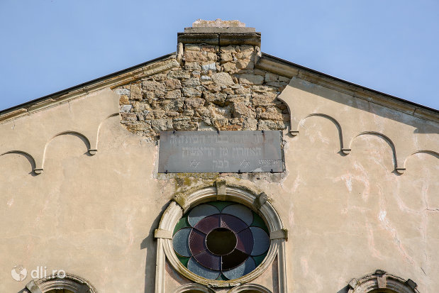 inscriptie-evreiasca-de-pe-sinagoga-din-seini-judetul-maramures.jpg