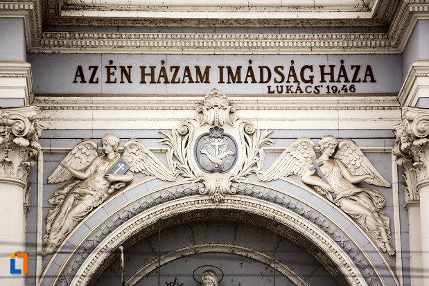 inscriptie-frontala-catedrala-romano-catolica-din-arad-judetul-arad.jpg