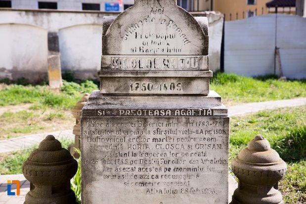 inscriptie-funerara-din-cimitirul-bisericii-grecesti-bunavestire-din-alba-iulia-judetul-alba.jpg