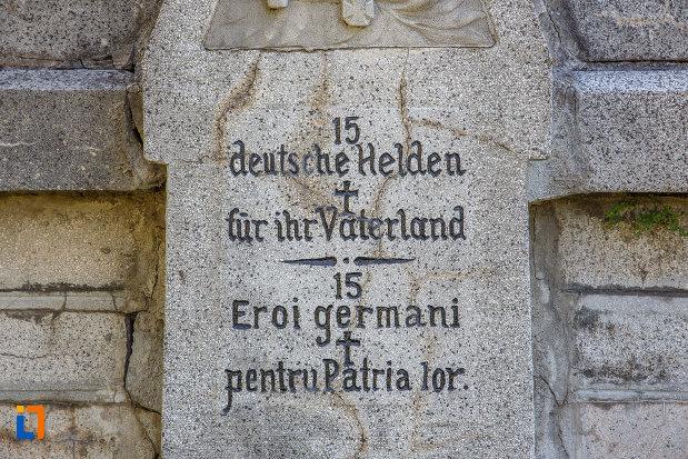 inscriptie-in-germana-de-la-cimitirul-eroilor-din-sinaia-judetul-prahova.jpg