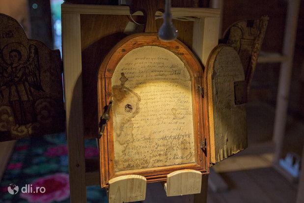 inscriptie-in-lemn-din-biserica-de-lemn-sf-arhangheli-din-borsa-judetul-maramures.jpg