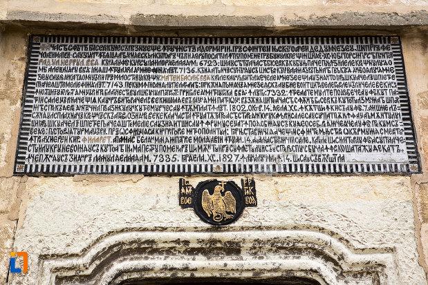 inscriptie-veche-de-la-manastirea-negru-voda-din-campulung-muscel-judetul-arges.jpg