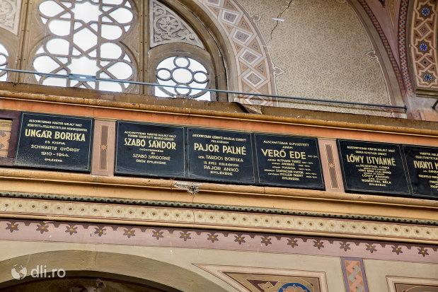 inscriptii-din-sinagoga-bd-independentei-din-oradea.jpg