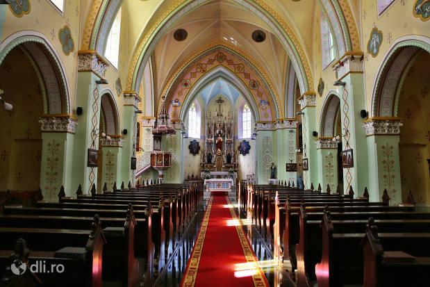 interior-biserica-calvaria-satu-mare.jpg