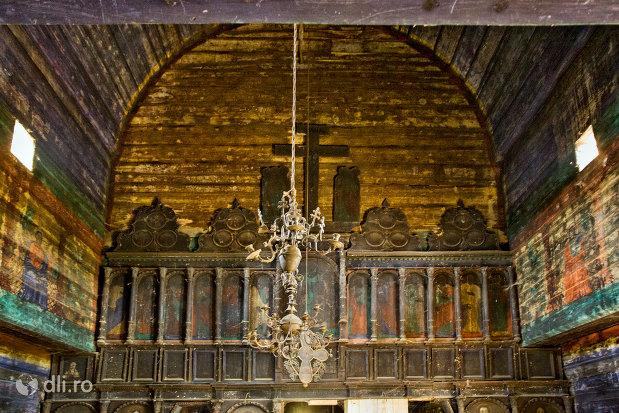 interior-biserica-de-lemn-cuvioasa-paraschiva-din-botiza-judetul-maramures.jpg