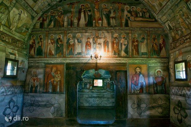 interior-biserica-din-muzeul-satului-osenesc-din-negresti-oas-judetul-satu-mare.jpg