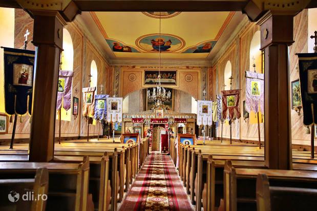 interior-biserica-greco-catolica-veche-din-cauas-judetul-satu-mare.jpg
