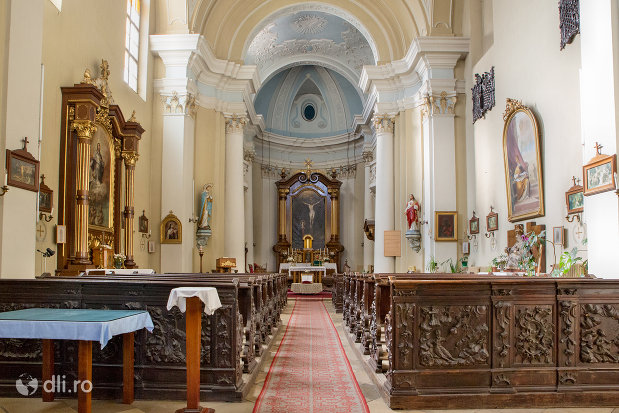 interior-biserica-maica-indurerata-a-manastirii-premonstratense-din-oradea-judetul-bihor.jpg