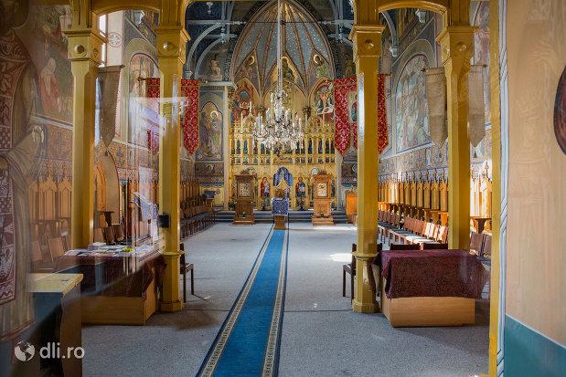 interior-biserica-ortodoxa-adormirea-maicii-domului-din-sighetu-marmatiei-judetul-maramures.jpg