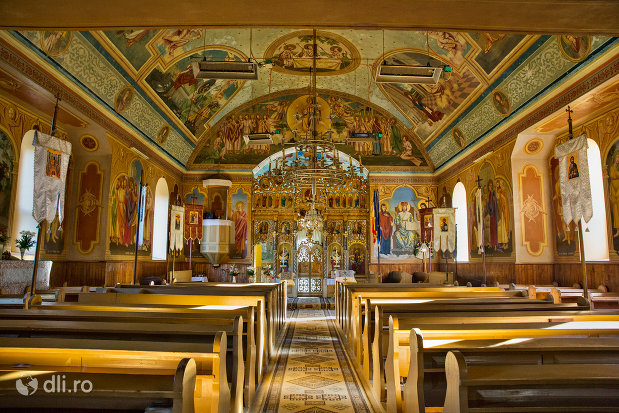 interior-biserica-ortodoxa-din-chiuzbaia-judetul-maramures.jpg