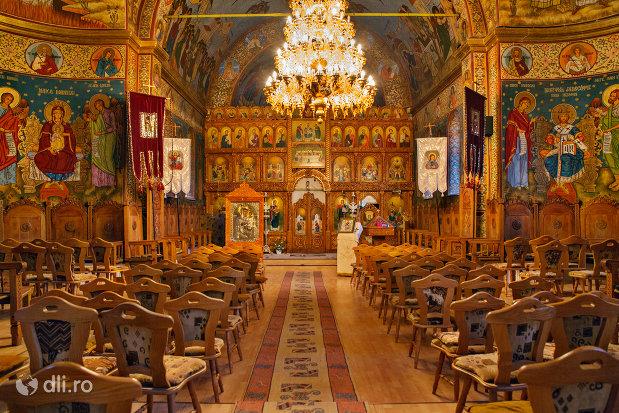 interior-biserica-ortodoxa-sfanta-treime-din-zalau-judetul-salaj.jpg