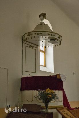 interior-biserica-reformata-din-amati-judetul-satu-mare.jpg