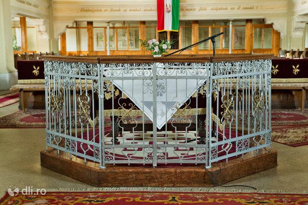interior-biserica-reformata-din-zalau-judetul-salaj.jpg