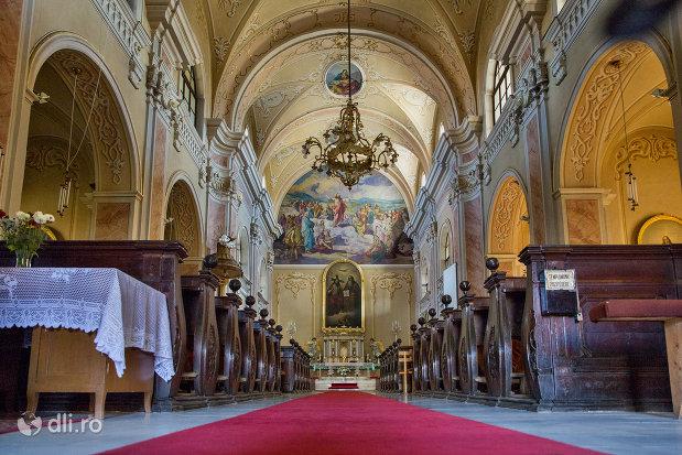 interior-biserica-romano-catolica-din-baia-mare-judetul-maramues.jpg