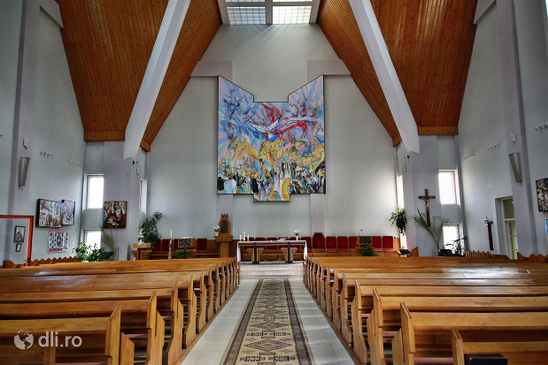 interior-biserica-romano-catolica-sfantul-duh-din-satu-mare.jpg