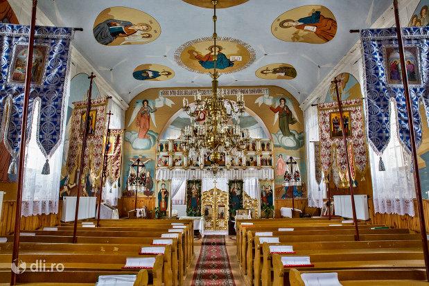 interior-biserica-sf-mihai-si-gavril-din-marius-judetul-satu-mare.jpg