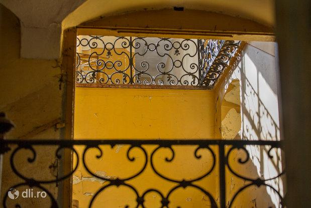 interior-castelul-vecsey-din-livada-judetul-satu-mare.jpg