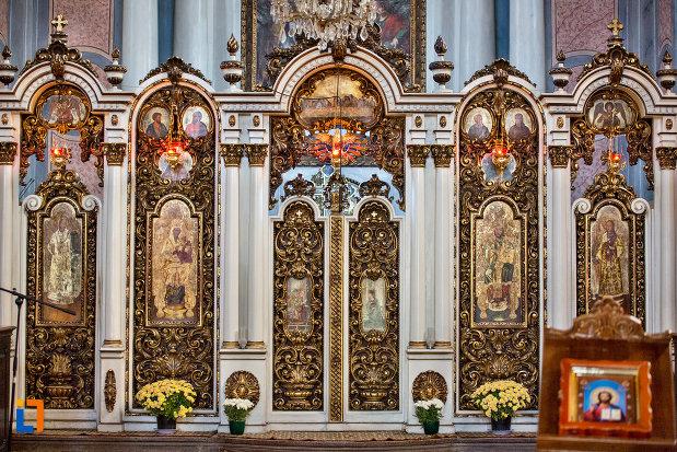 interior-cu-diverse-motive-catedrala-greco-catolica-schimbarea-la-fata-din-cluj-napoca-judetul-cluj.jpg