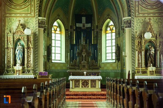interior-de-la-biserica-romano-catolica-din-steierdorf-judetul-caras-severin.jpg