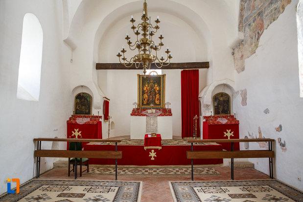 interior-de-la-manastirea-zamca-biserica-sfantul-auxentie-1551-din-suceava-judetul-suceava.jpg