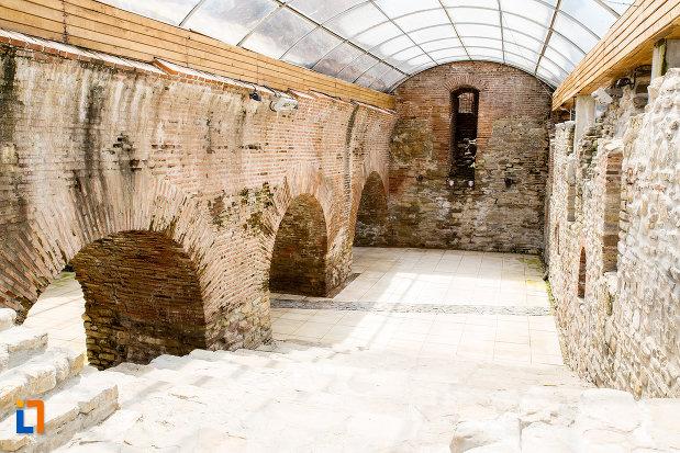 interior-de-la-palatul-domnesc-ruine-palatul-petru-cercel-din-targoviste-judetul-dambovita.jpg