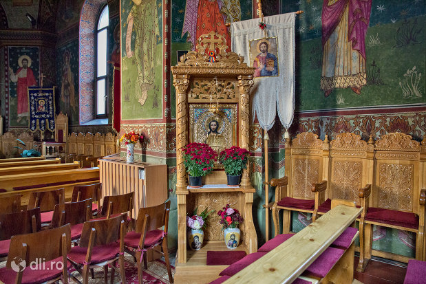 interior-din-biserica-greco-catolica-buna-vestire-din-oradea-judetul-bihor.jpg