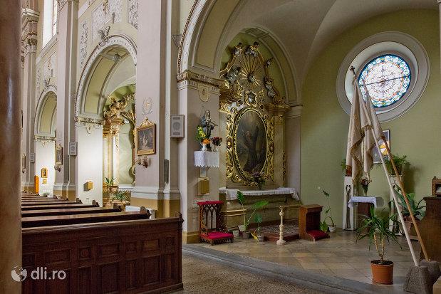 interior-din-biserica-romano-catolica-coborarea-sfantului-duh-din-oradea-judetul-bihor.jpg