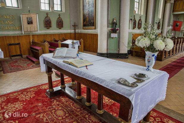 interior-din-biserica-romano-catolica-sf-anton-din-oradea-judetul-bihor.jpg