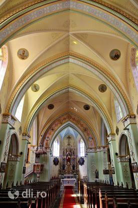 interior-si-tavan-biserica-calvaria-satu-mare.jpg