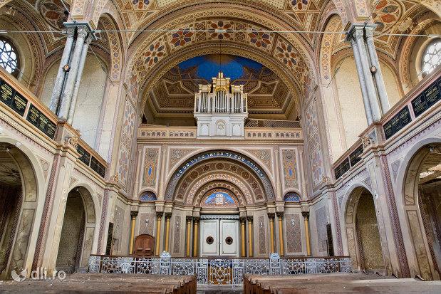 interior-sinagoga-bd-independentei-din-oradea.jpg