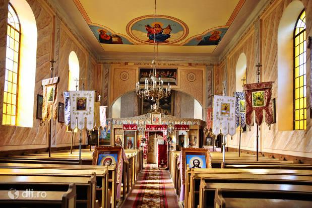 interiorul-bisericii-greco-catolica-veche-din-cauas-judetul-satu-mare.jpg