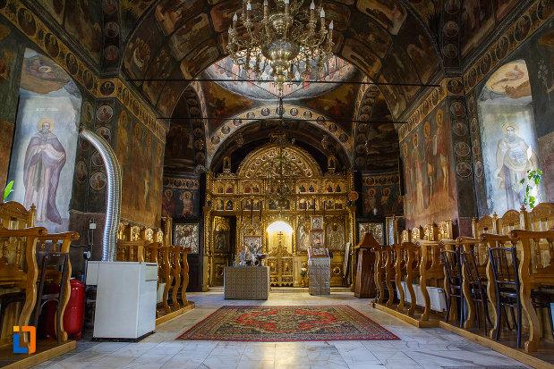interiorul-de-la-biserica-adormirea-maicii-domnului-de-la-han-1828-din-campina-judetul-prahova.jpg