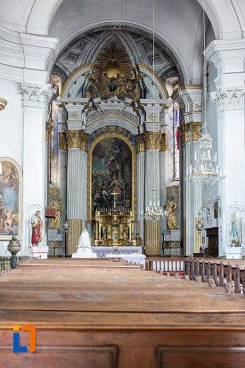 interiorul-de-la-biserica-armeano-catolica-sf-elisabeta-din-dumbraveni-judetul-sibiu.jpg