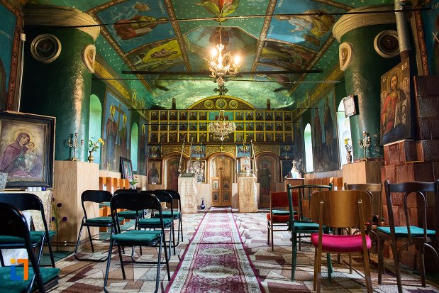 interiorul-de-la-biserica-cuvioasa-parascheva-din-racari-judetul-dambovita.jpg