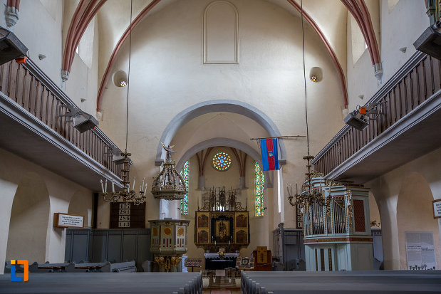 interiorul-de-la-biserica-evanghelica-fortificata-din-cisnadie-judetul-sibiu.jpg