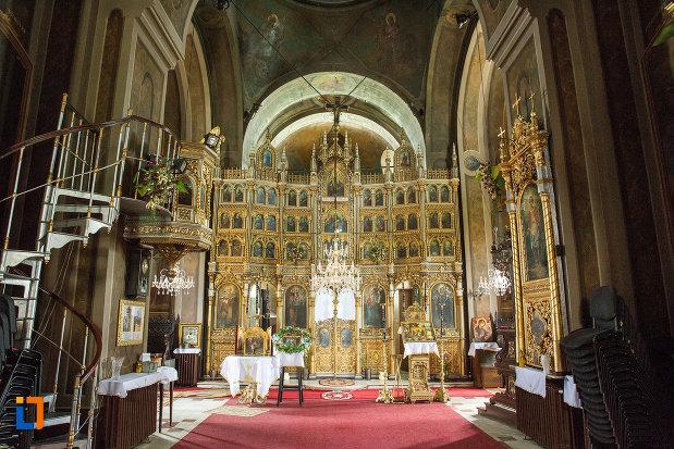 interiorul-de-la-biserica-grecescu-din-drobeta-turnu-severin-judetul-mehedinti.jpg